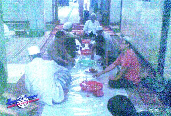 Berbuka di Masjid Assalafiyah, Warung Buncit (kamera E63, 2 MP)